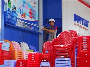 Sức ép mua bán, sáp nhập của các nhà đầu tư nước ngoài đang gia tăng mạnh lên ngành nhựa Việt Nam.